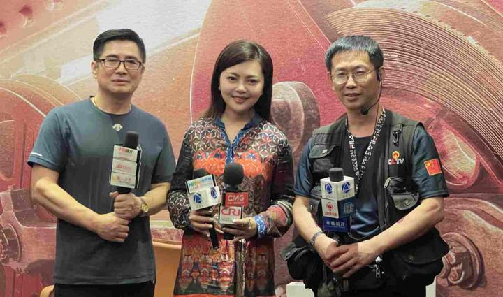 大连出品影片《红尖尖》亮相第二十四届上海国际电影节中外媒体争相广泛热评堪称中国儿童社会电影典范之作